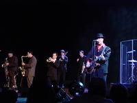 Big Bad Voodoo Daddy in Verona, 12.17.04